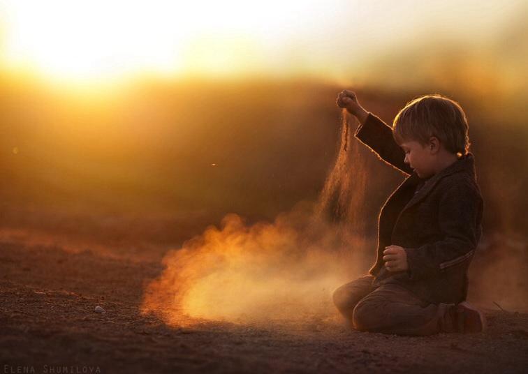 Мальчик в песке